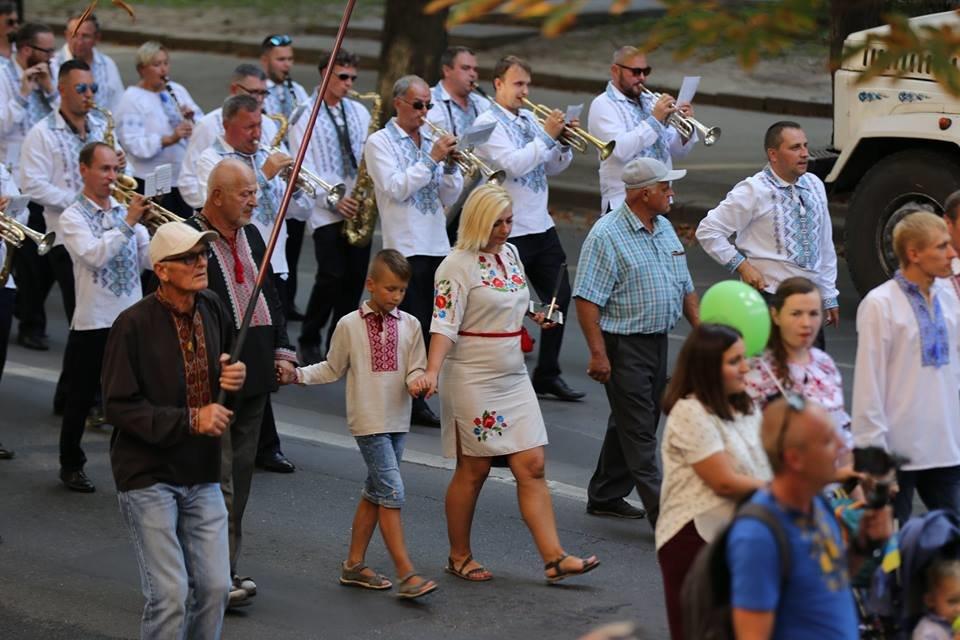 Хмельничани традиційно відзначили День Незалежності України парадом вишиванок. ВІДЕО, фото-3
