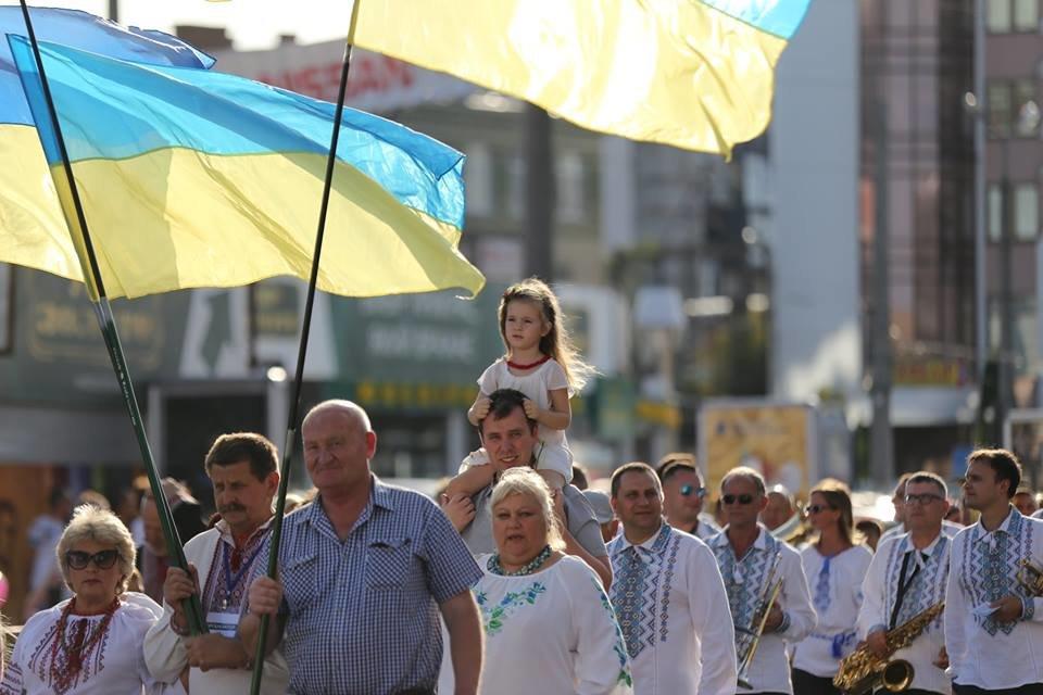 Хмельничани традиційно відзначили День Незалежності України парадом вишиванок. ВІДЕО, фото-4