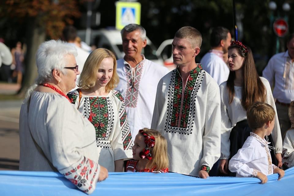 Хмельничани традиційно відзначили День Незалежності України парадом вишиванок. ВІДЕО, фото-5