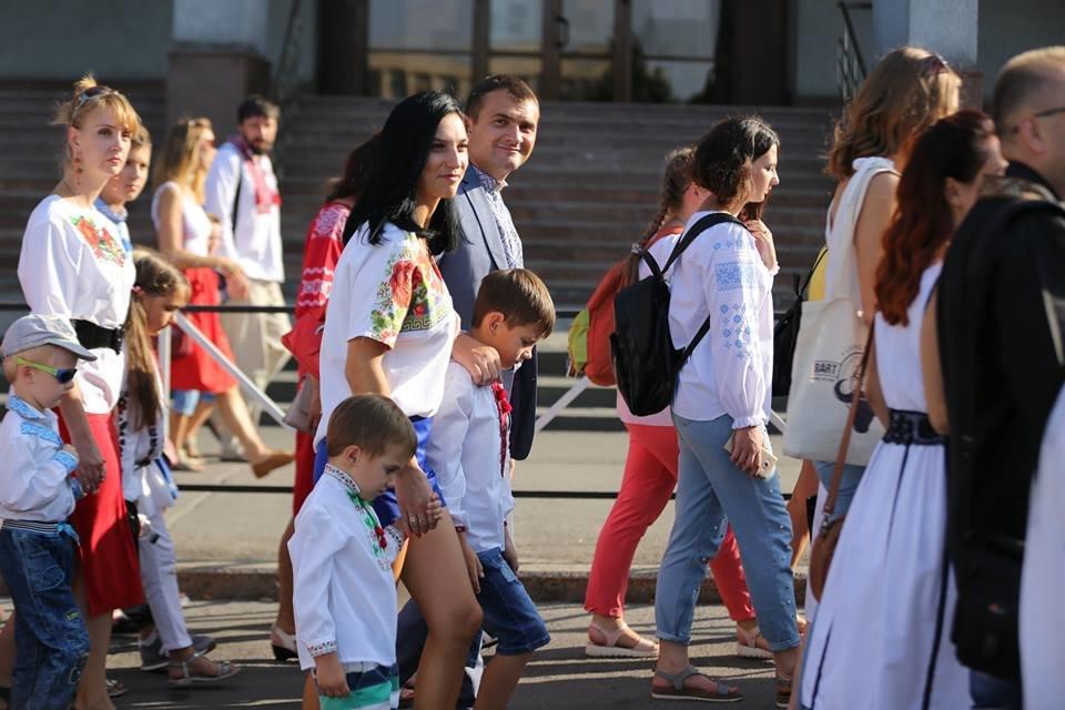 Хмельничани традиційно відзначили День Незалежності України парадом вишиванок. ВІДЕО, фото-7
