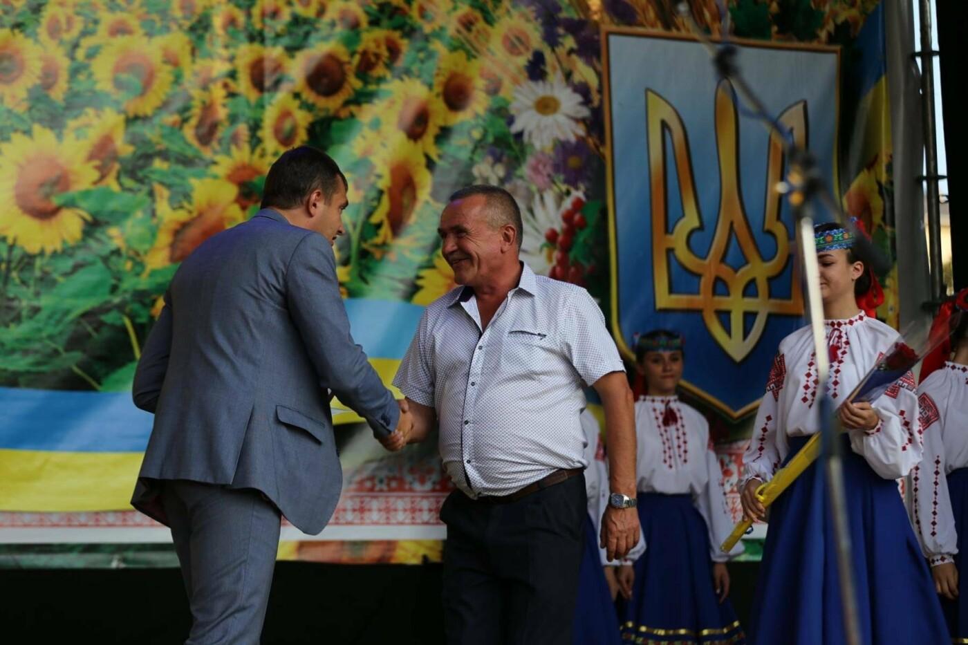 Родини захисників України та працівники комунальної сфери міста Хмельницького отримали нове житло, фото-2