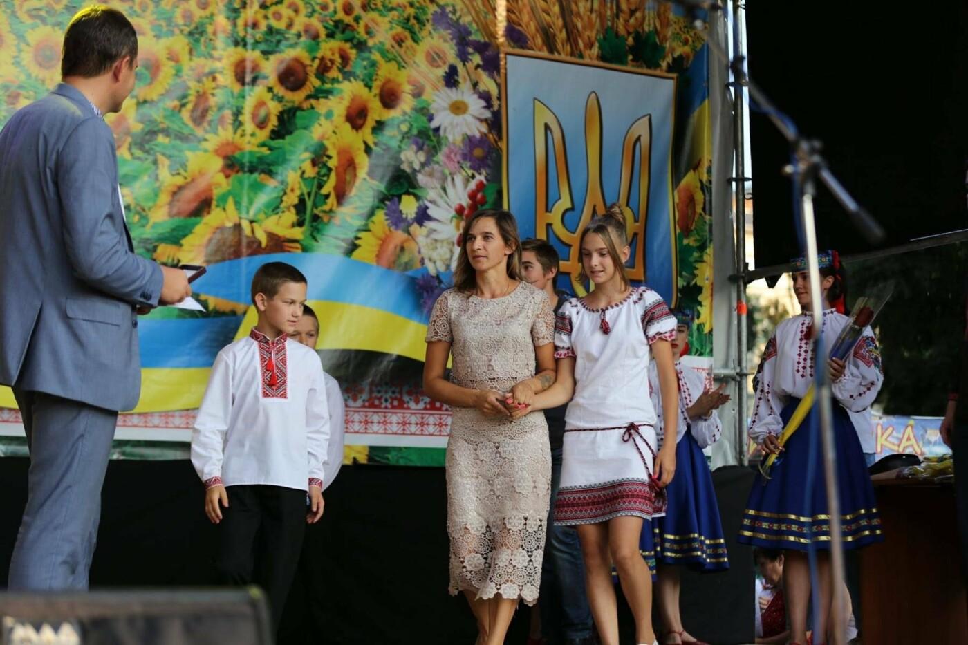 Родини захисників України та працівники комунальної сфери міста Хмельницького отримали нове житло, фото-10