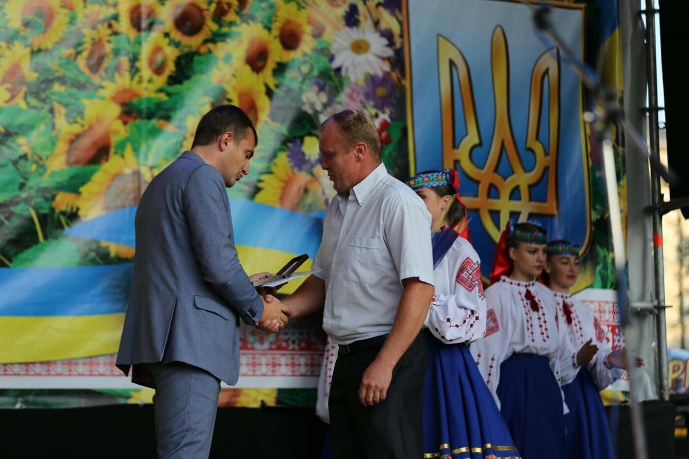 Родини захисників України та працівники комунальної сфери міста Хмельницького отримали нове житло, фото-4
