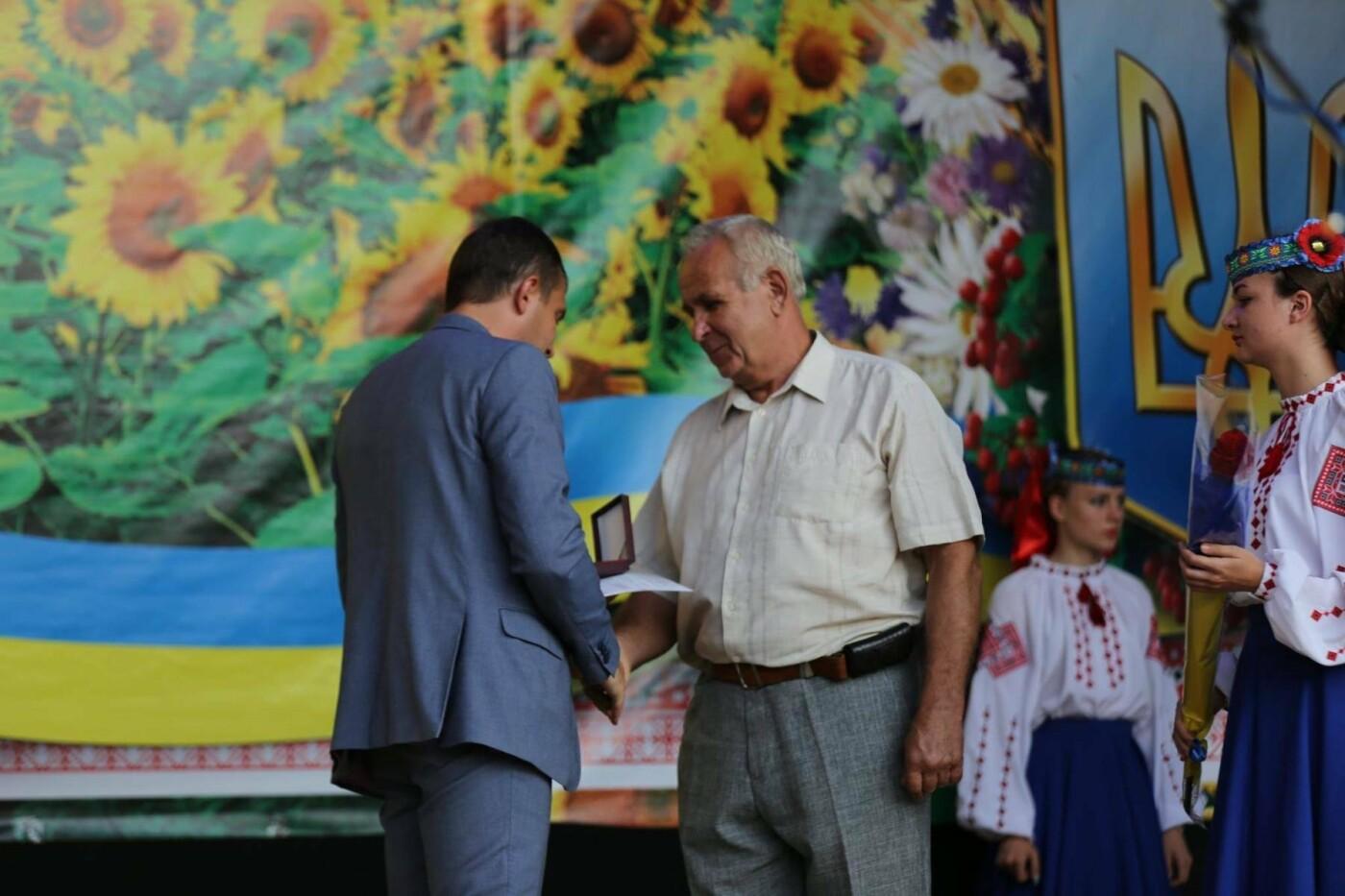 Родини захисників України та працівники комунальної сфери міста Хмельницького отримали нове житло, фото-6
