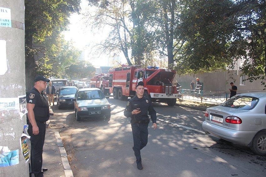 500 людей евакуювали:  У Хмельницькому надзвичайники ліквідували пожежу в школі. ФОТО. ВІДЕО, фото-10