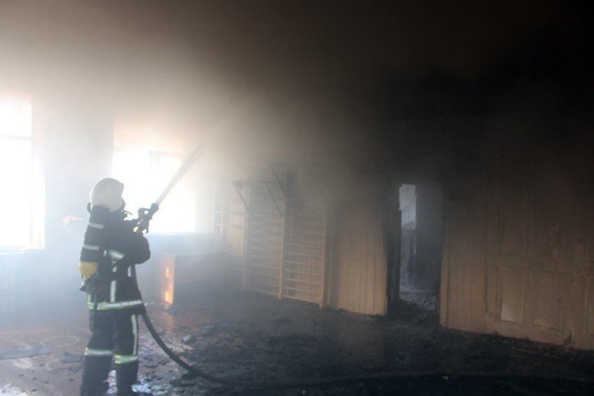 500 людей евакуювали:  У Хмельницькому надзвичайники ліквідували пожежу в школі. ФОТО. ВІДЕО, фото-3