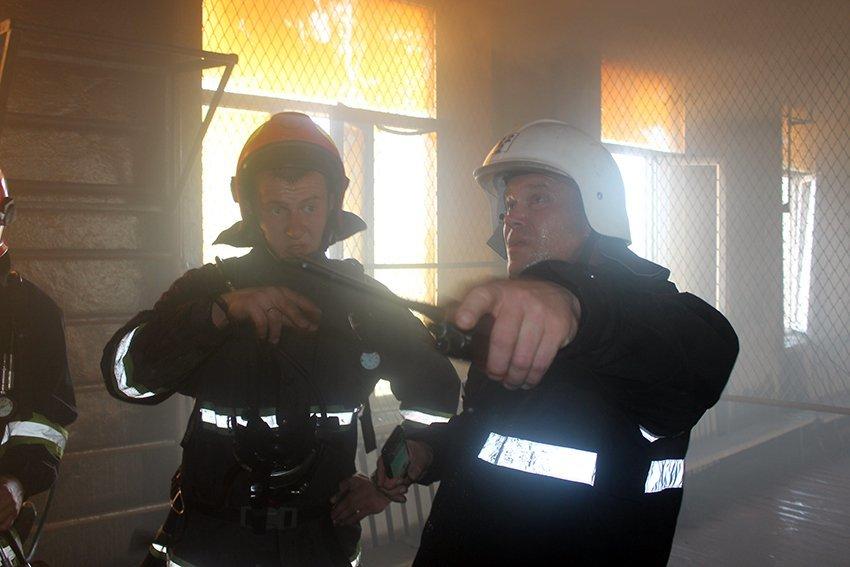 500 людей евакуювали:  У Хмельницькому надзвичайники ліквідували пожежу в школі. ФОТО. ВІДЕО, фото-5