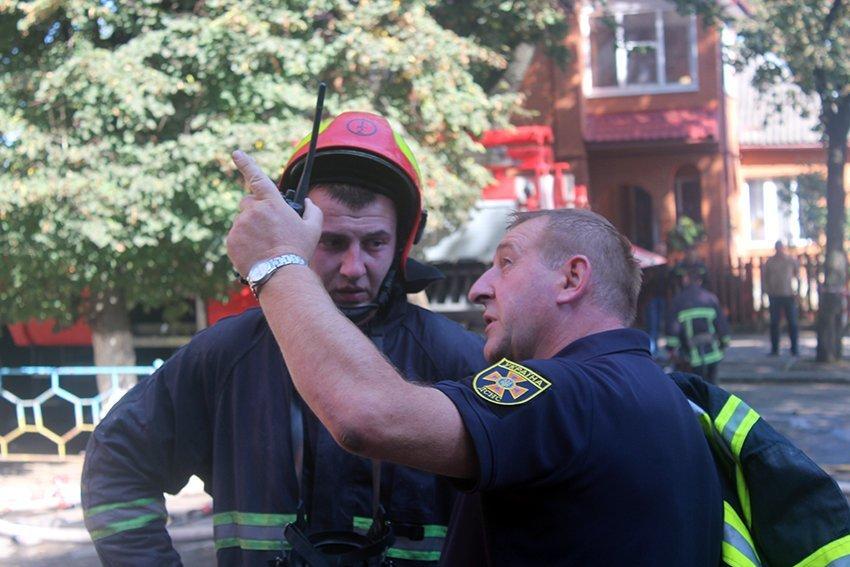 500 людей евакуювали:  У Хмельницькому надзвичайники ліквідували пожежу в школі. ФОТО. ВІДЕО, фото-8