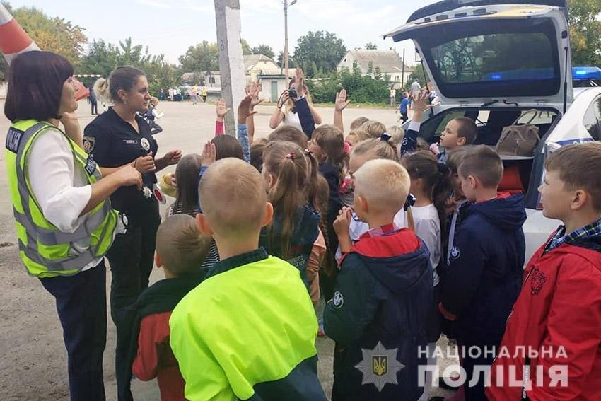 Твій друг — дорожній рух! Поліцейські Хмельниччини навчають школярів правилам поведінки на дорозі. ФОТО, фото-2