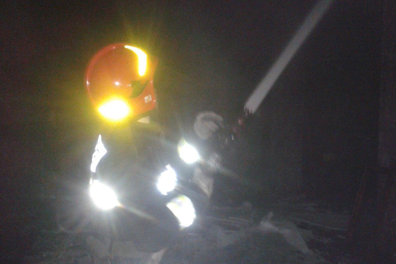 На Хмельниччині під час ліквідації пожежі вогнеборці врятували двох громадян. ФОТО, фото-3