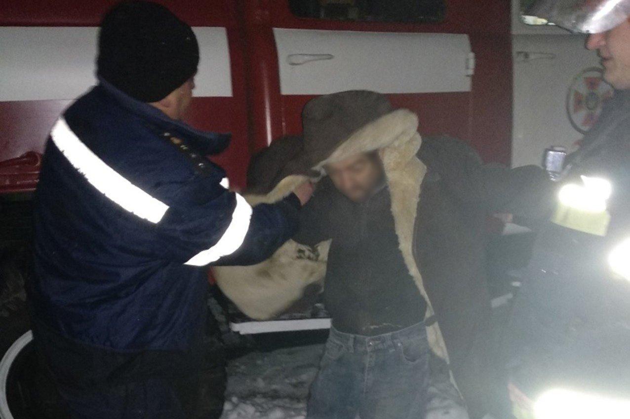 На Хмельниччині під час ліквідації пожежі вогнеборці врятували двох громадян. ФОТО, фото-2