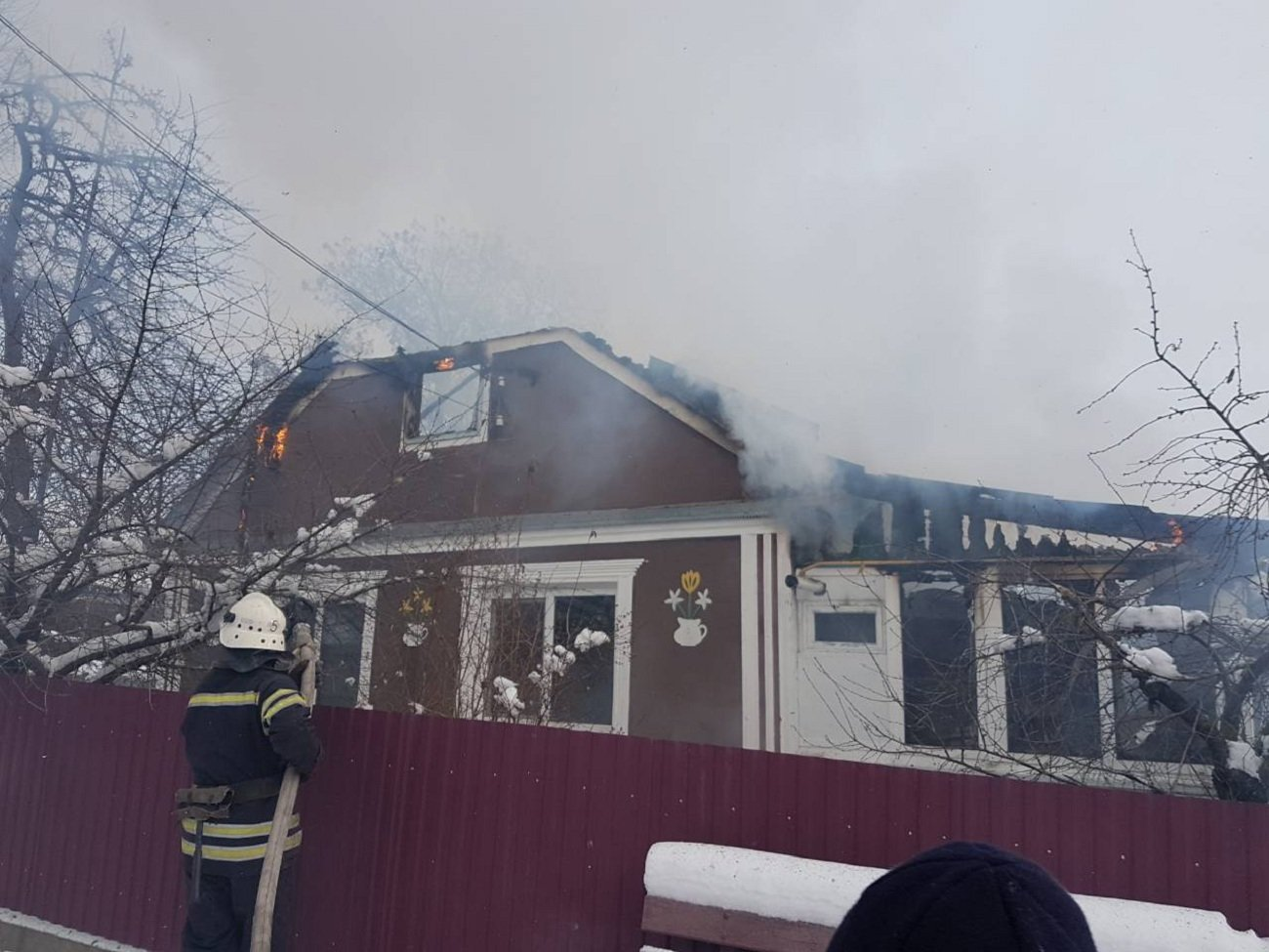 Без даху над головою: пожежа на Хмельниччині зруйнувала частину будинку, фото-1