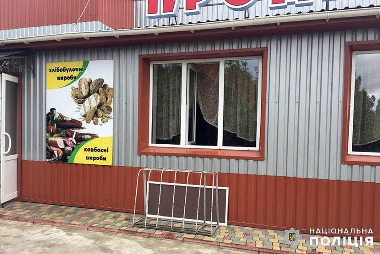 16-річний ярмолинчанин пограбував аптеку та продуктовий магазин, фото-1