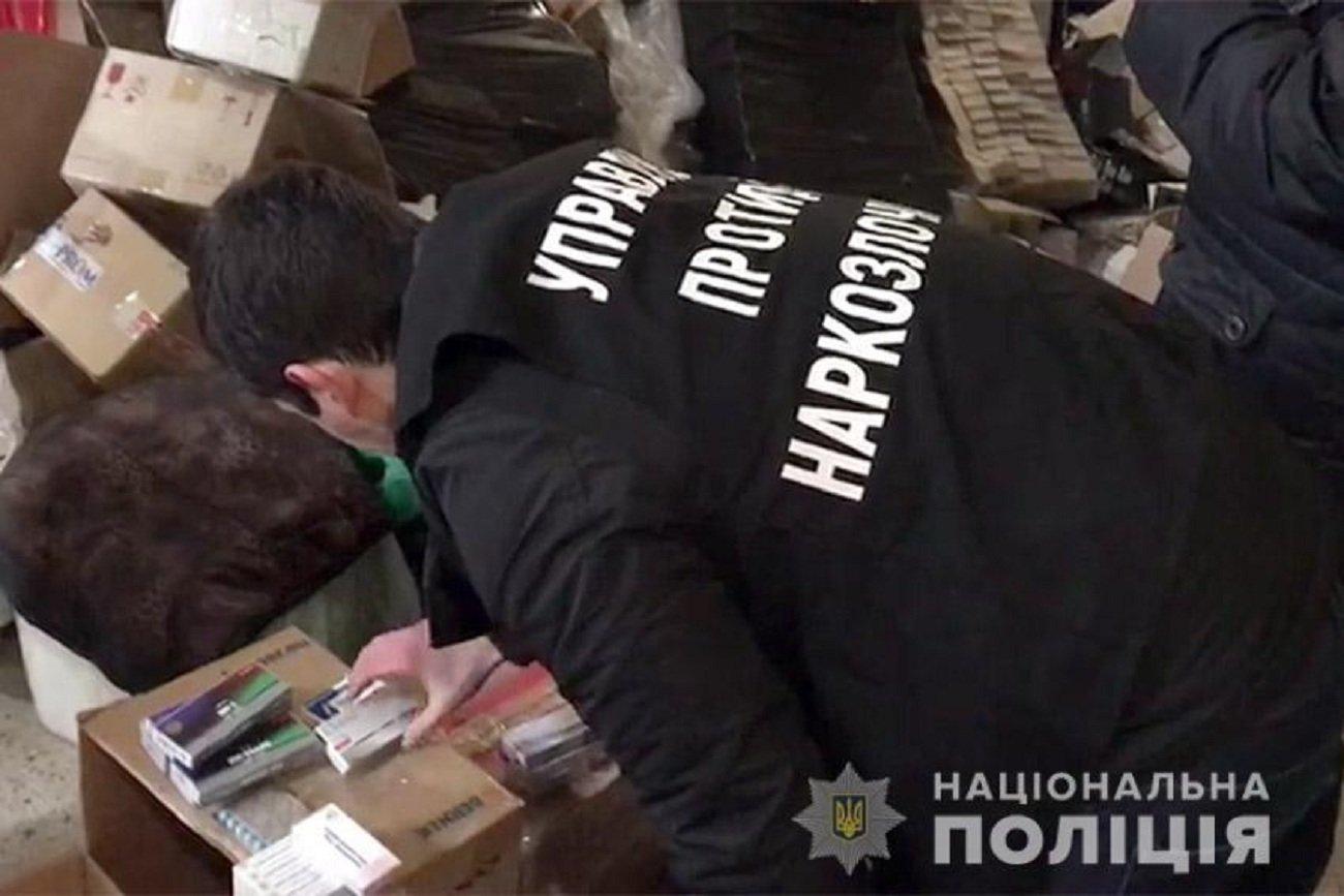Мережу торгівлі стероїдами викрили правоохоронці Хмельниччини, фото-2