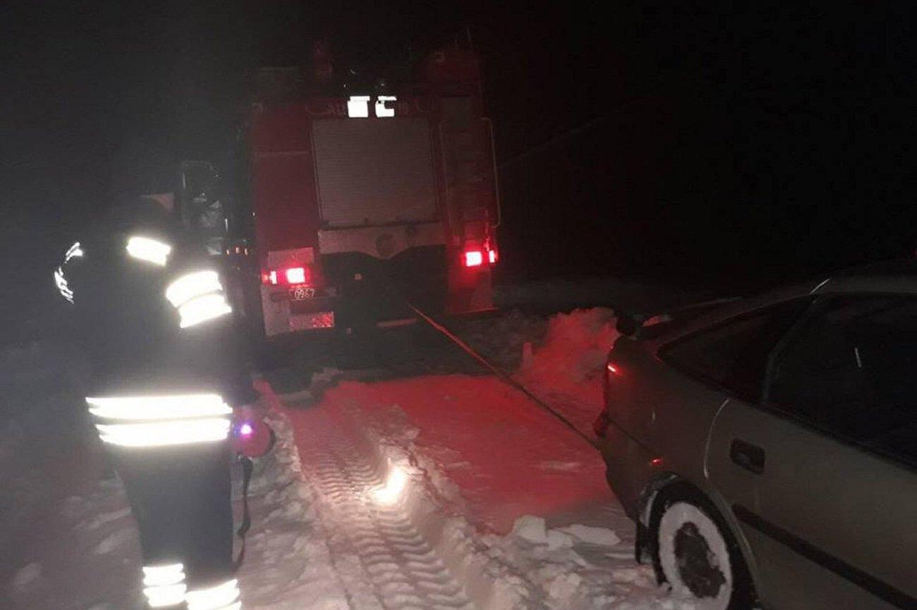 Через заметілі на Хмельниччині рятувальники допомогли швидкій та хворій жінці, фото-2