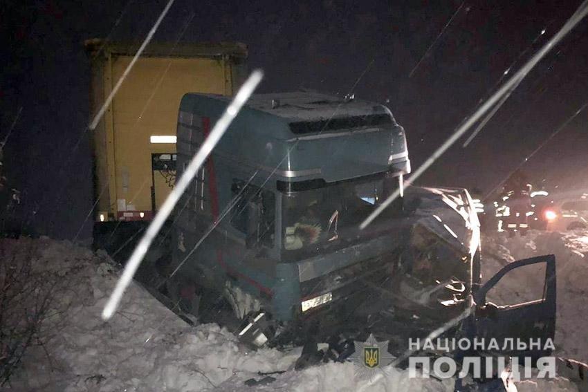 В ДТП за участі вантажівки на Хмельниччині загинули двоє людей, фото-1