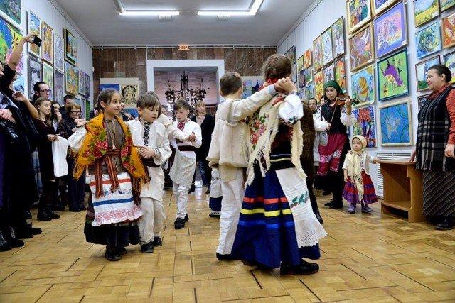Роботи учасників конкурсу імені Людмили та Миколи Мазурів показали на виставці у Хмельницькому, фото-1