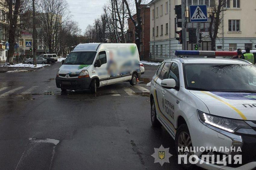 У Хмельницькому на пішохідному переході водій на мікроавтобусі збив жінку , фото-2