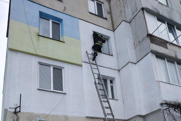 На Хмельниччині в квартирній пастці опинилася дитина , фото-1