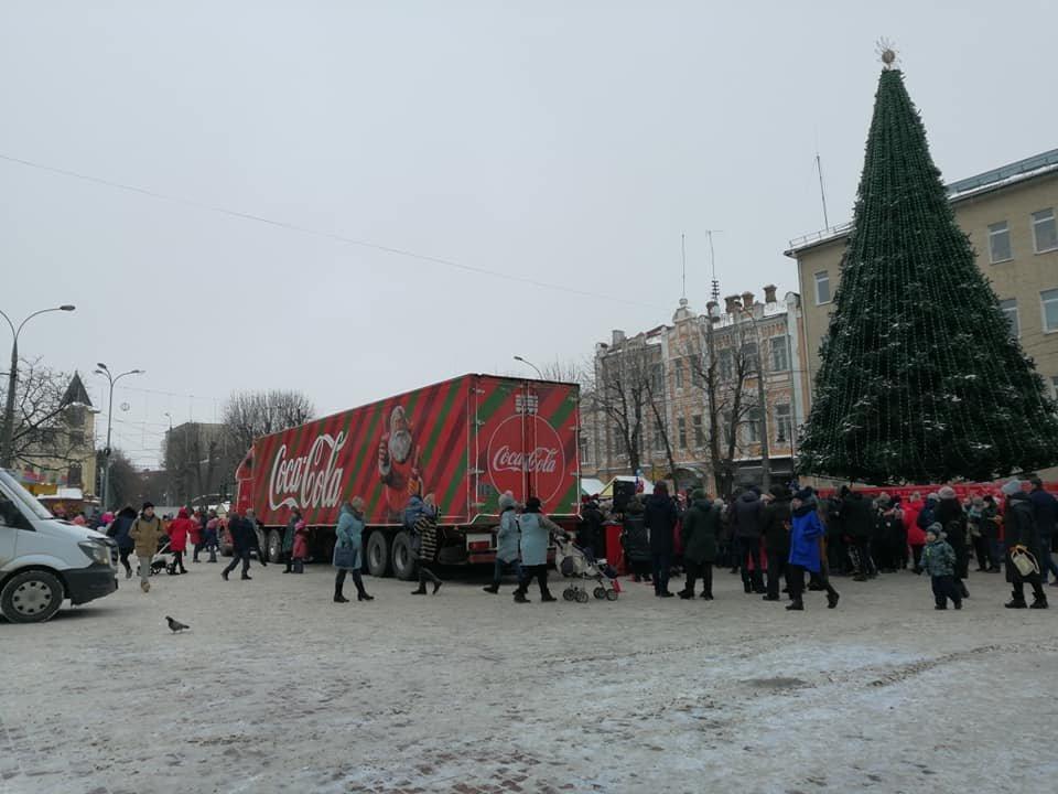 """У Хмельницький приїхала вантажівка """"Coca-Cola"""". Можете іще встигнути, щоб побачити ФОТО, ВІДЕО, фото-1"""