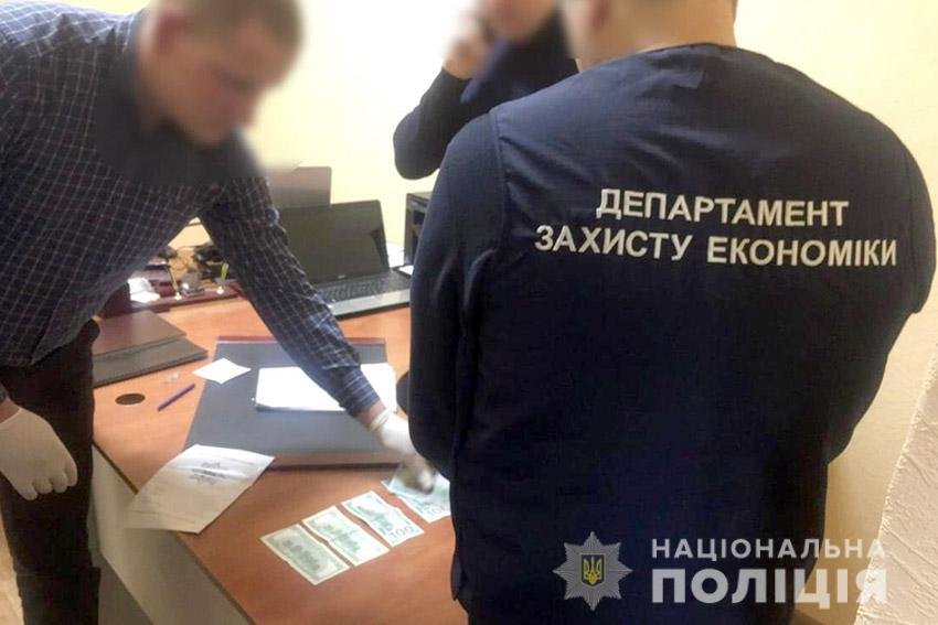 На Хмельниччині затримали депутата міської ради за спробу підкупу майора поліції, фото-1