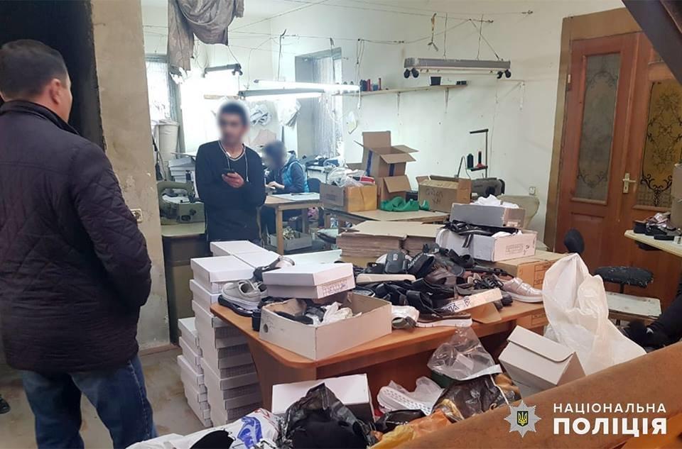 У Хмельницькому викрили підпільний цех, де працювали іноземці-нелегали, фото-1