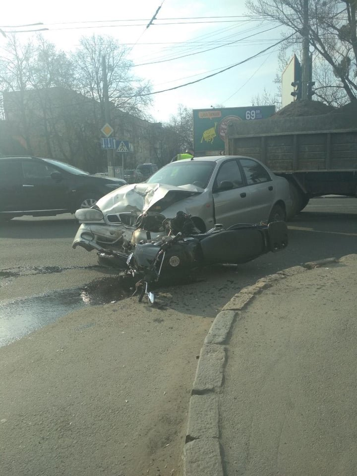 У Хмельницькому мотоцикліст потрапив у лікарню після страшної ДТП (фото), фото-3
