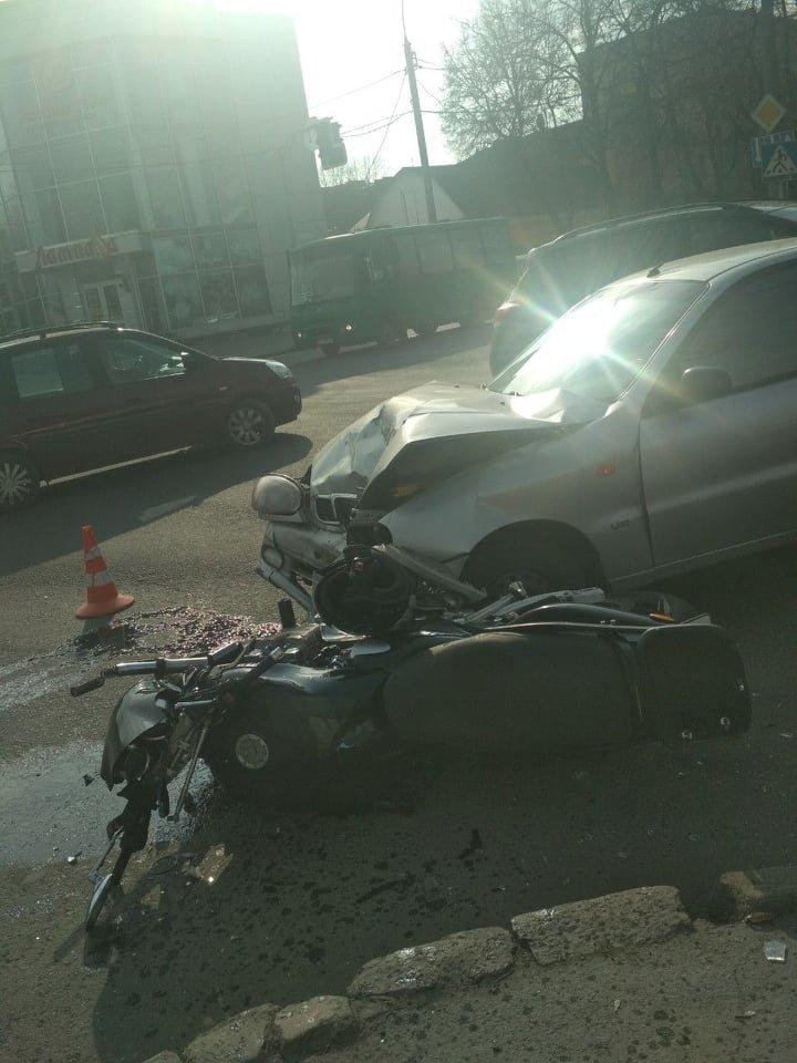 У Хмельницькому мотоцикліст потрапив у лікарню після страшної ДТП (фото), фото-2