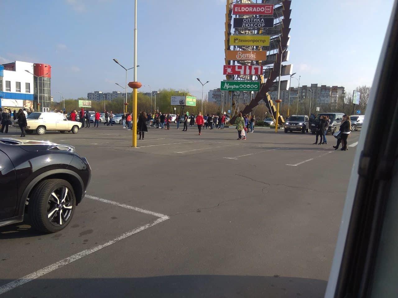 У Хмельницькому з торгівельних центрів євакуювали людей (фото), фото-1