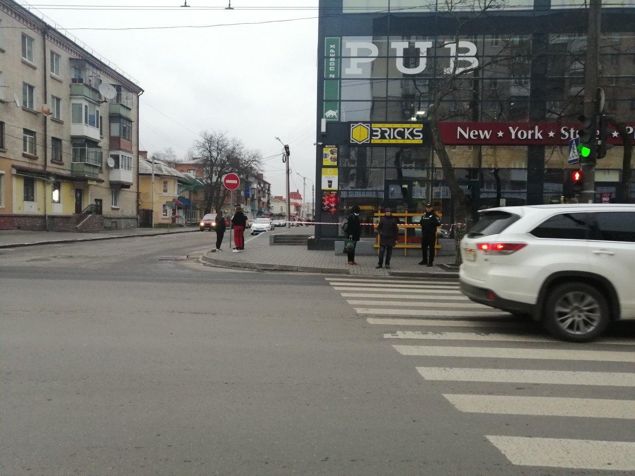 У  Хмельницькому знову повідомили про замінування розважального центру (фото, відео), фото-3