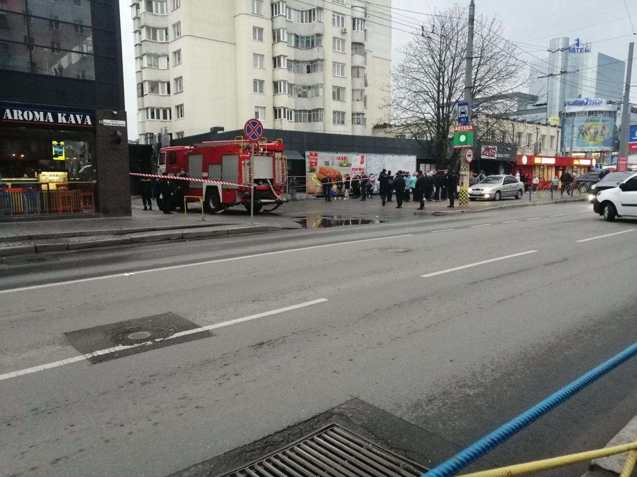 У  Хмельницькому знову повідомили про замінування розважального центру (фото, відео), фото-5