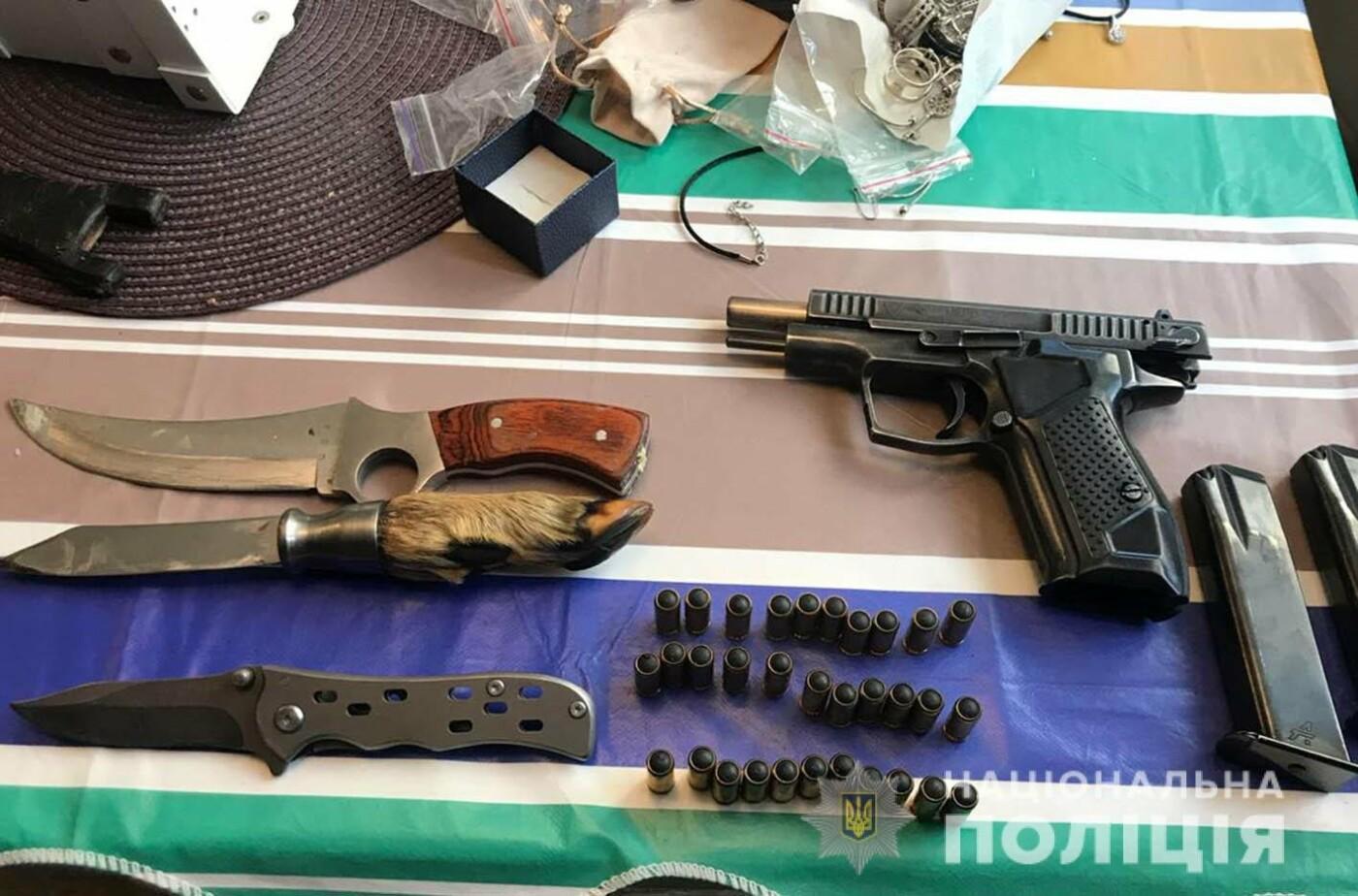 Хмельницькі поліцейські за підозрою у розбійному нападі затримали злочинну групу зі столиці , фото-2