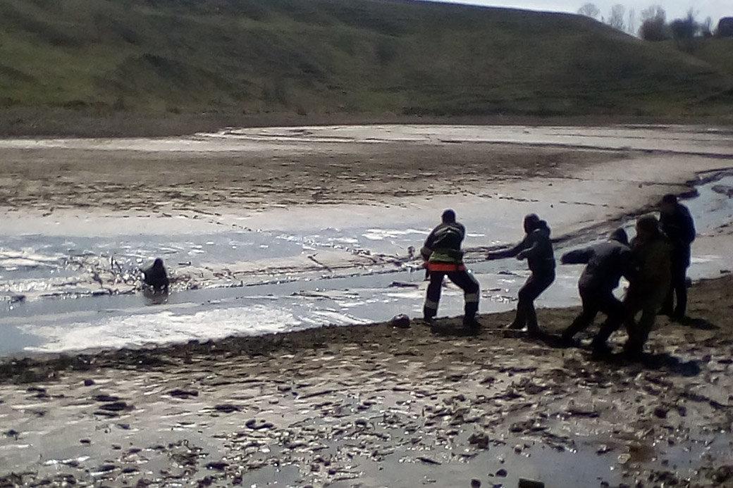 На Хмельниччині з болота врятували чоловіка, фото-1