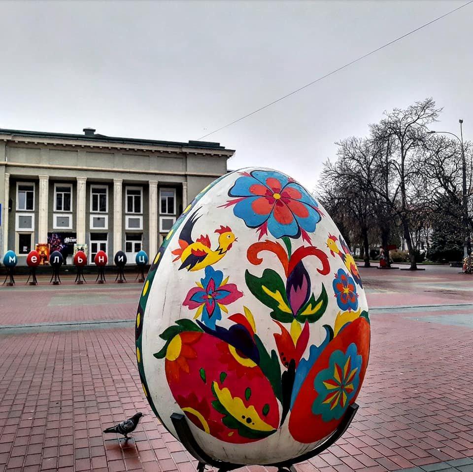У Хмельницькому встановили велетенські писанки (фото, відео), фото-8