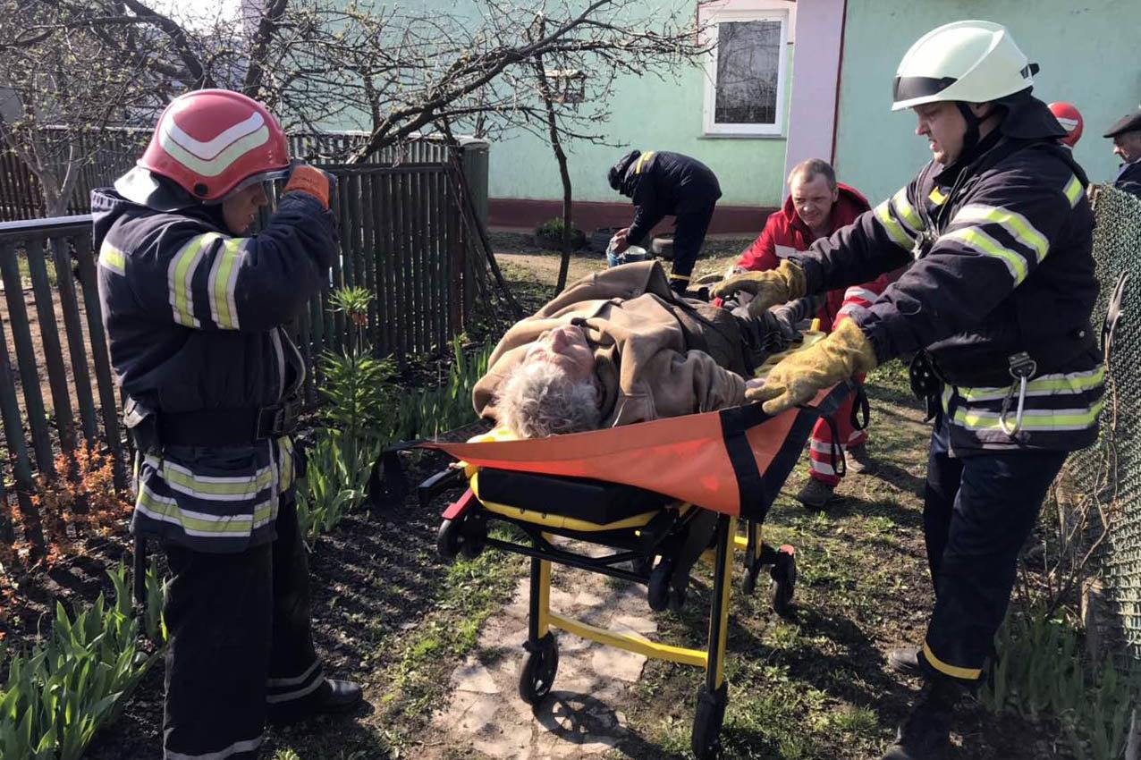 На Хмельниччині з погріба врятували літнього чоловіка, фото-1