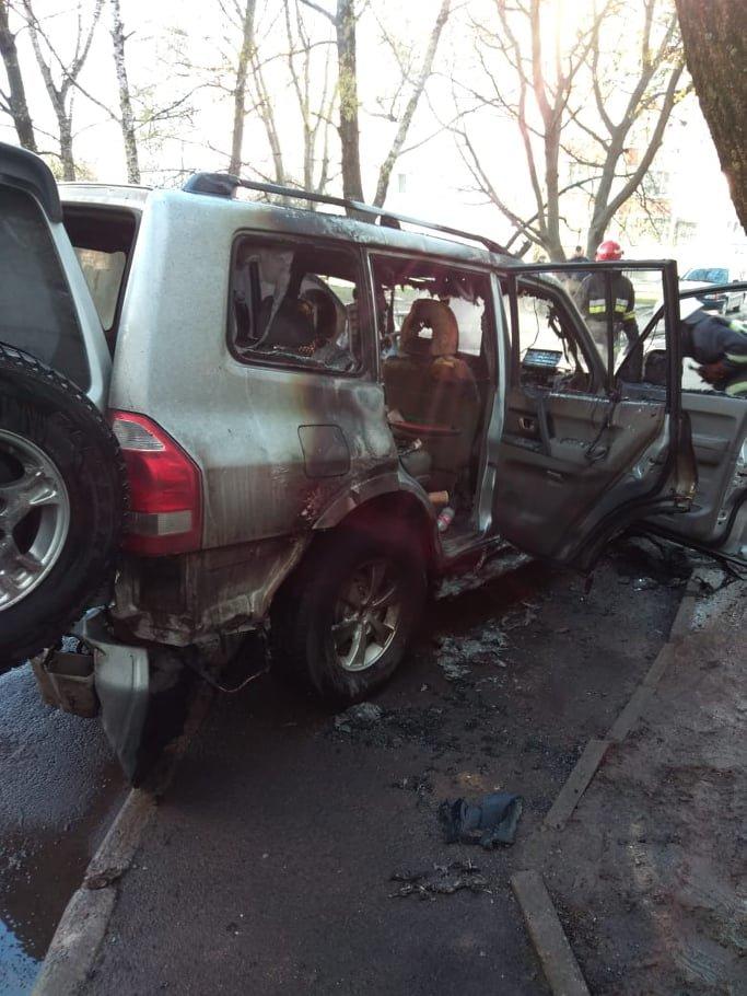 У Хмельницькому на проспекті Миру згоріло дороге авто (фото), фото-2