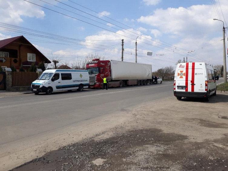 """Інспектори Укртрансбезпеки Хмельниччини виявили бочки з """"лівим"""" спиртом у вантажівці, фото-3"""