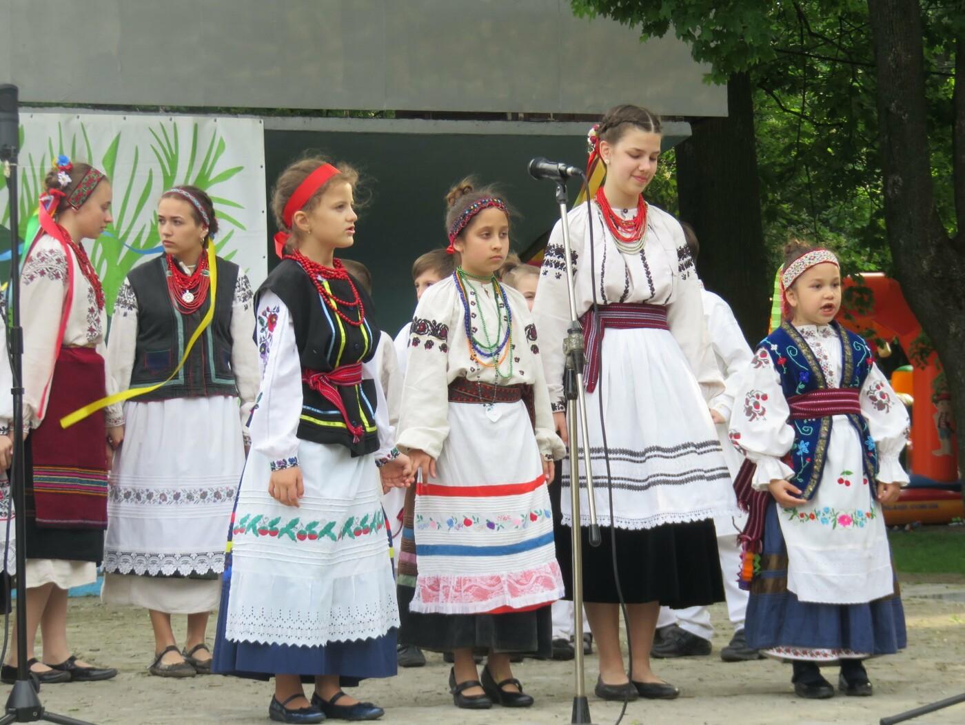 В центрі Хмельницького лунали гаївки (фото), фото-5