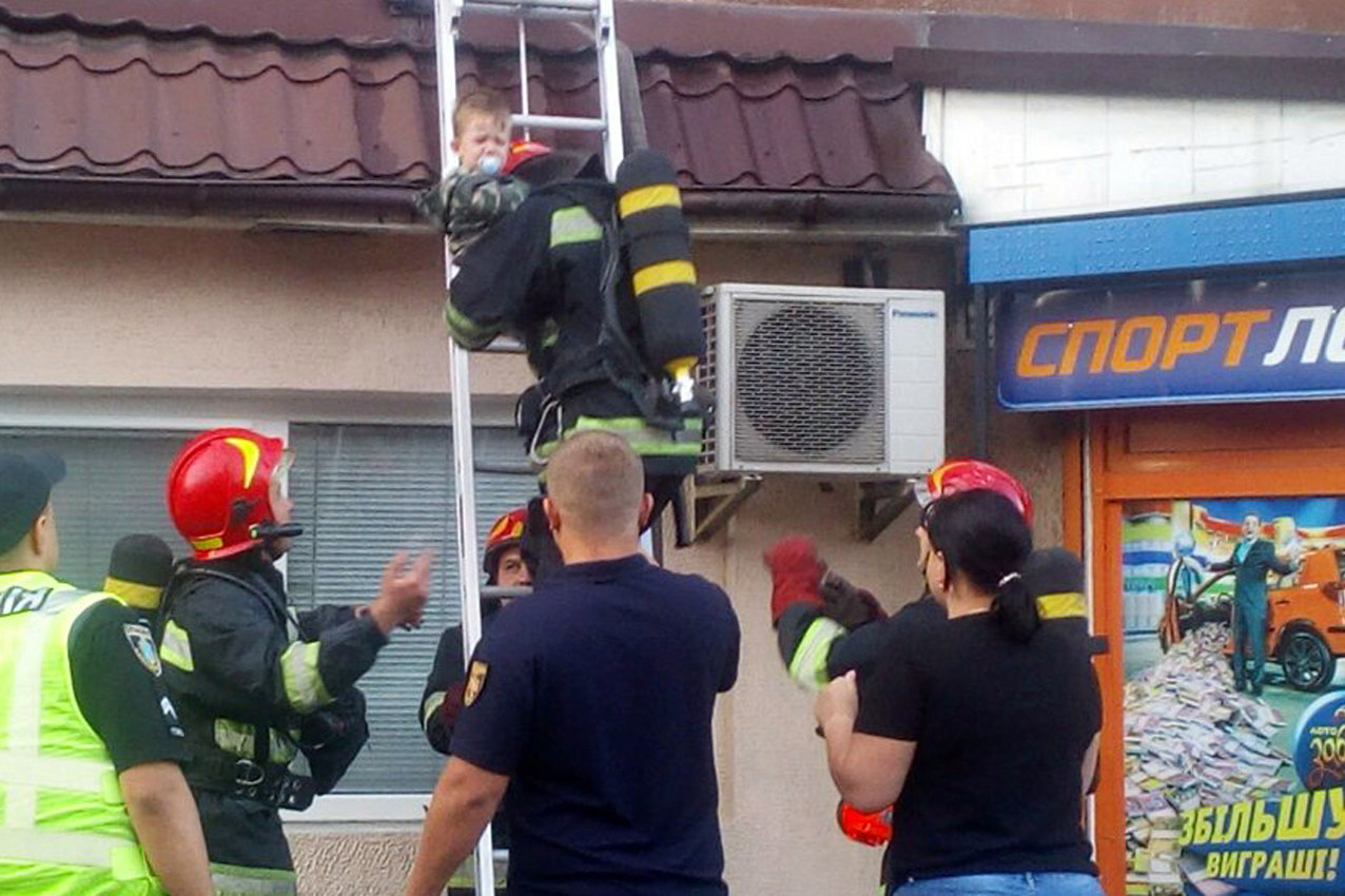У Хмельницькому під час пожежі в багатоповерхівці евакуювали 23 людини, фото-1