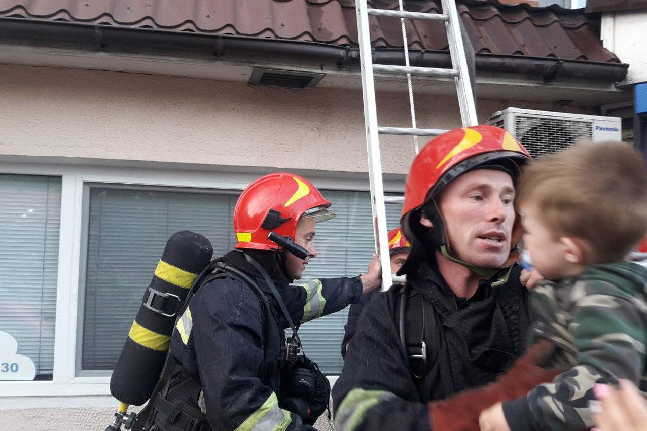 У Хмельницькому під час пожежі в багатоповерхівці евакуювали 23 людини, фото-2