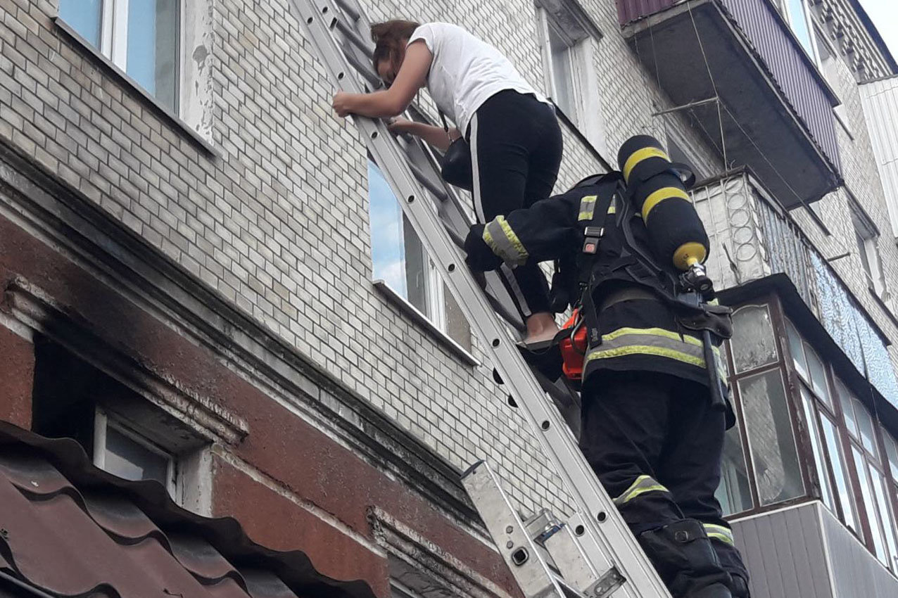 У Хмельницькому під час пожежі в багатоповерхівці евакуювали 23 людини, фото-3