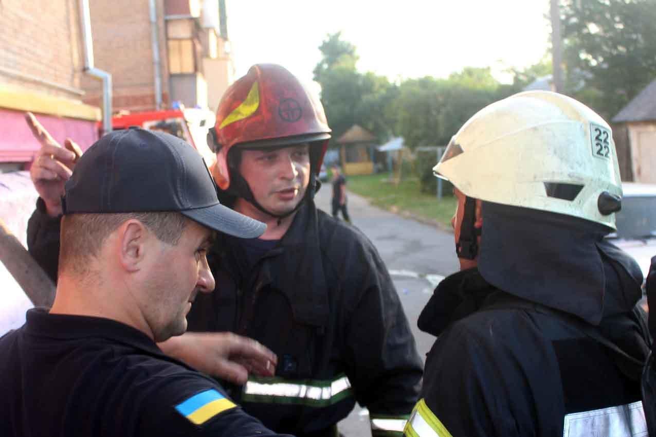 У Хмельницькому під час пожежі в багатоповерхівці евакуювали 23 людини, фото-6