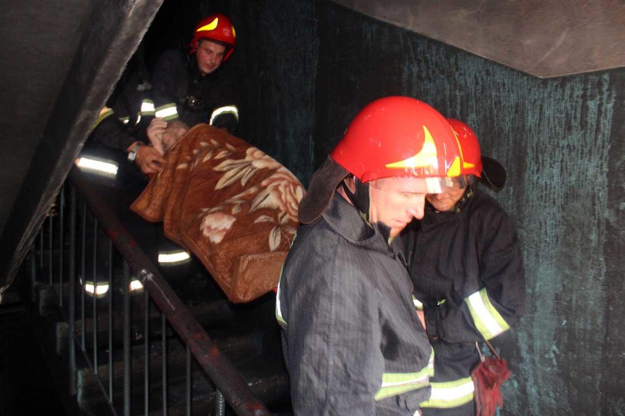 У Хмельницькому під час пожежі в багатоповерхівці евакуювали 23 людини, фото-5