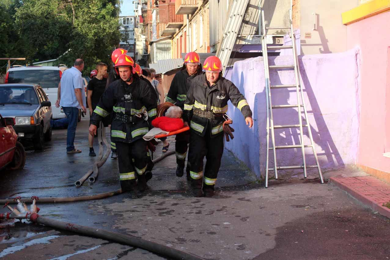 У Хмельницькому під час пожежі в багатоповерхівці евакуювали 23 людини, фото-4