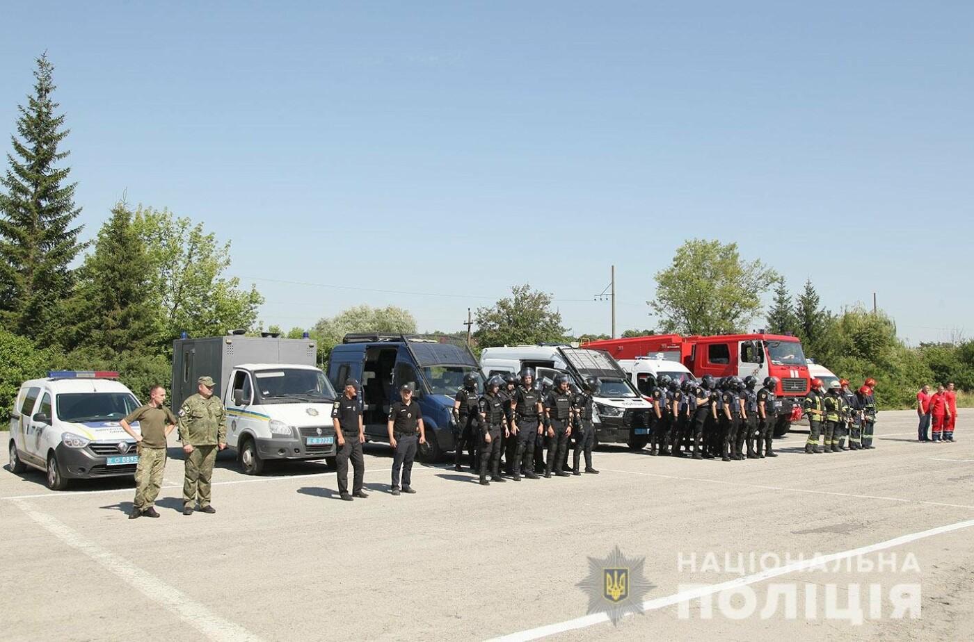 У Хмельницькому правоохоронці продовжують підготовку до забезпечення публічної безпеки і порядку під час виборів , фото-6