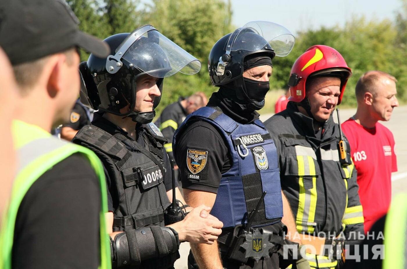 У Хмельницькому правоохоронці продовжують підготовку до забезпечення публічної безпеки і порядку під час виборів , фото-4