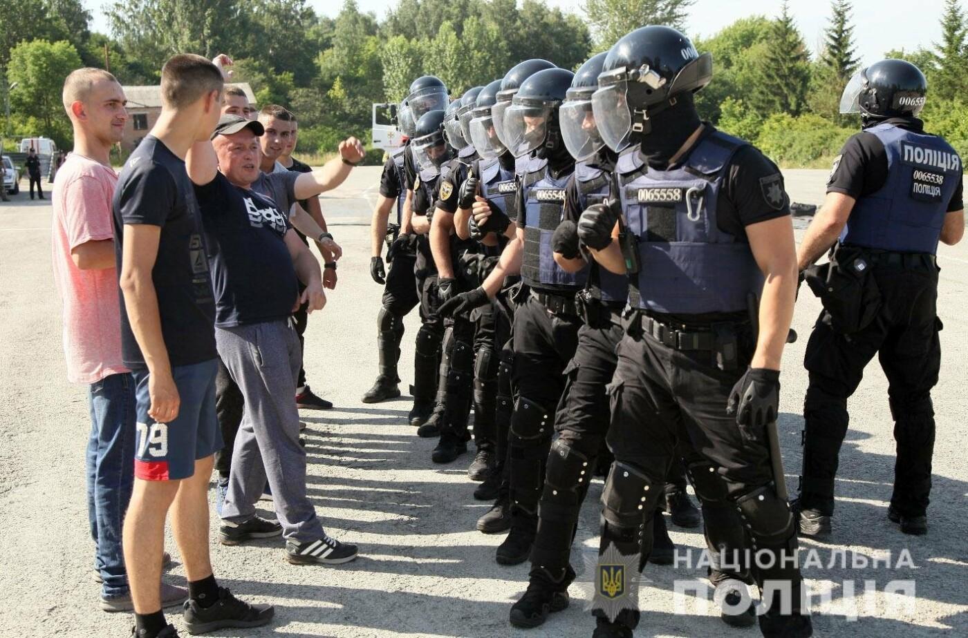 У Хмельницькому правоохоронці продовжують підготовку до забезпечення публічної безпеки і порядку під час виборів , фото-2