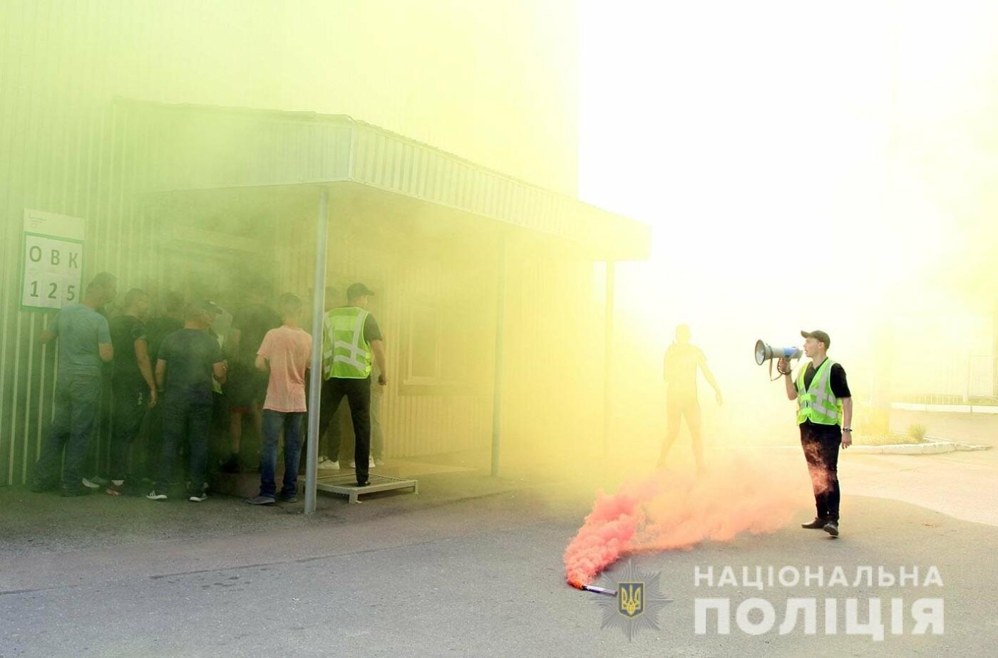 У Хмельницькому правоохоронці продовжують підготовку до забезпечення публічної безпеки і порядку під час виборів , фото-10