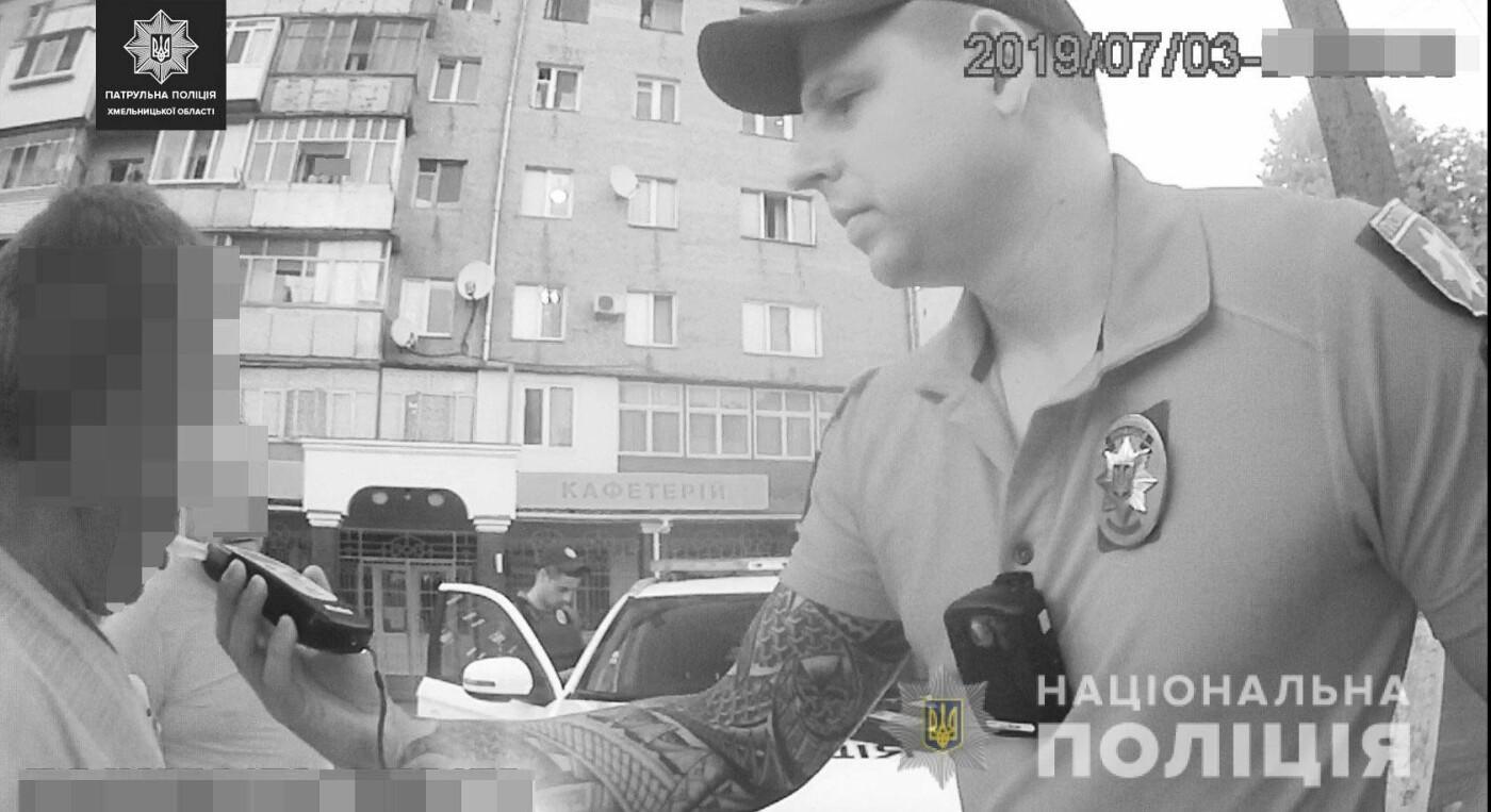 У Хмельницькому водій із 2,5 проміле алкоголю в крові намагався дати патрульним хабара, фото-2