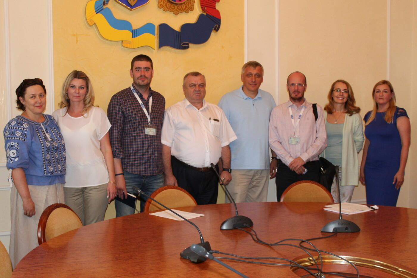 На Хмельниччину завітали представники  Міжнародної місії ENEMO, фото-1